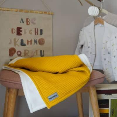 Babydecke mit Namen – Gelb/Sandweiß – 70 x 100 cm