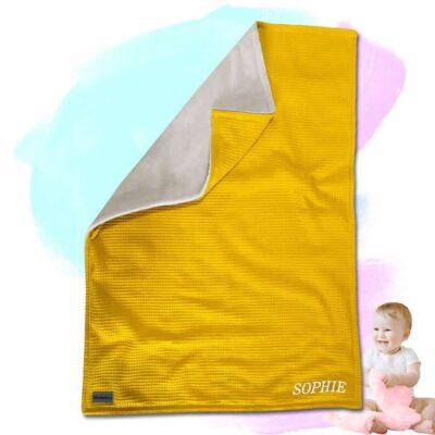 """Babydecke """"Vollkommen"""" mit Namen – Gelb/Sandweiß – 70 x 100 cm"""