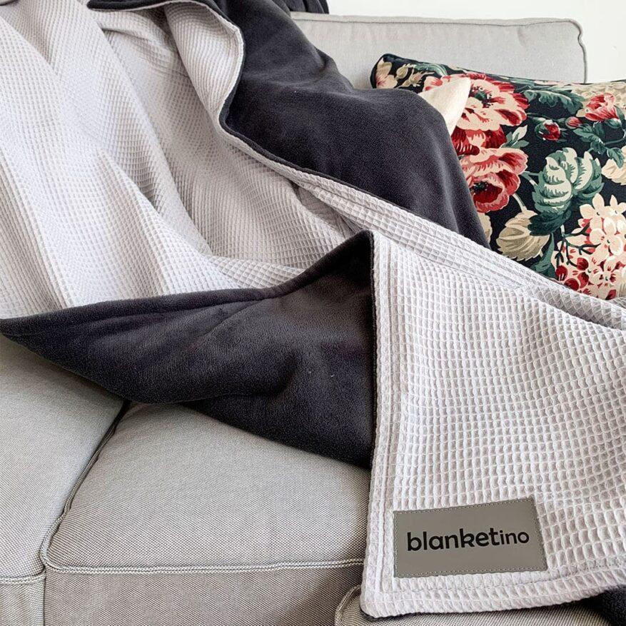 moderne-kuscheldecke-flauschig-und-warm-passend-zu-kissen-mit-flowerprint