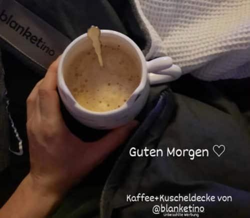 kaffeetasse vor blanketino kuscheldecke