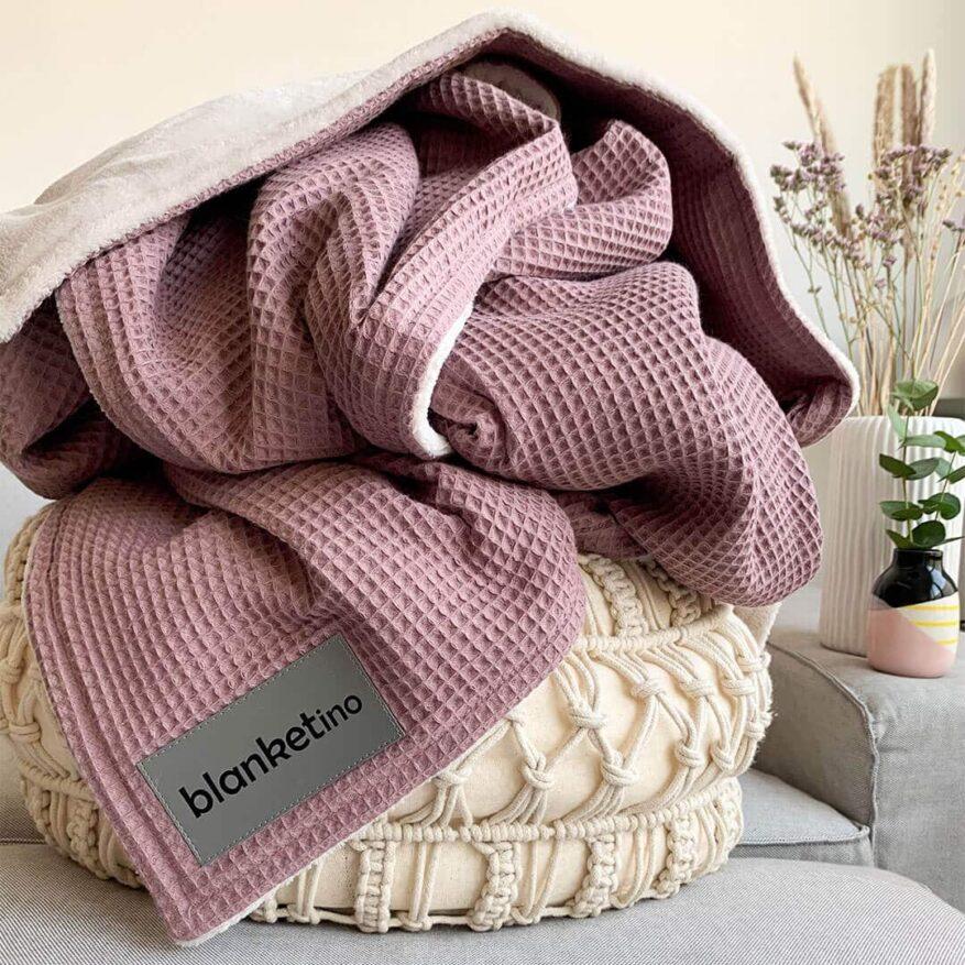 weiche kuscheldecke in rosa und sandweiss